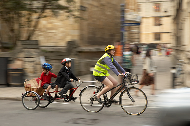 start saving on family transport - family cycling image