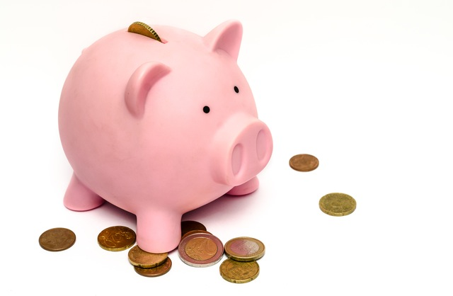 teachign teens about investment - piggy bank image