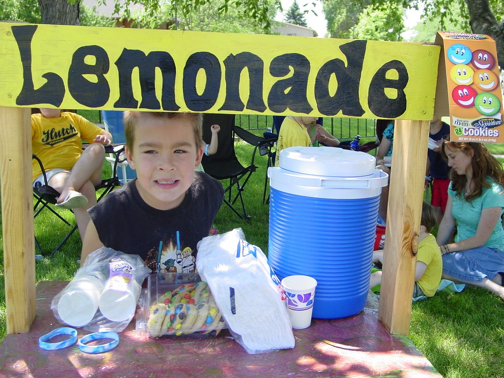 Kids Make Great Entrepreneurs: Here's How To Teach Them About Business And Life - lemonade stand image