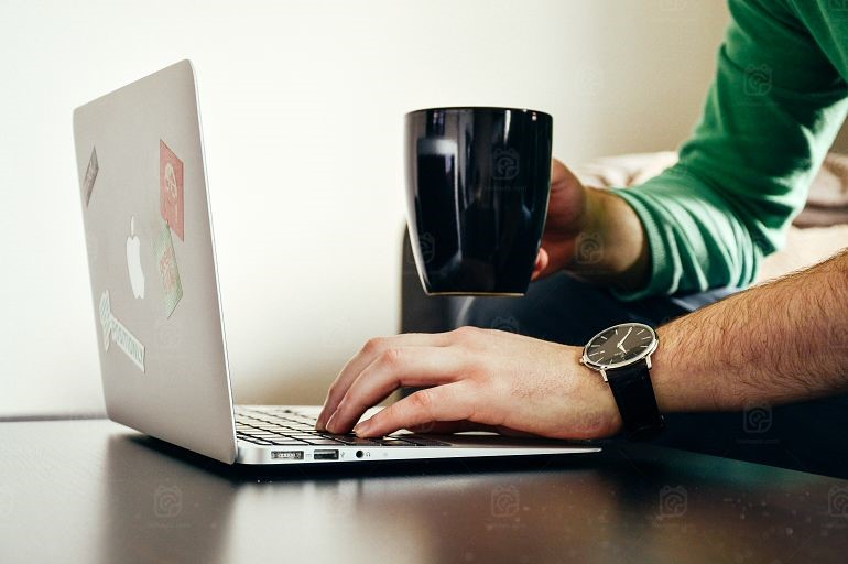 Filling Up Your Free Time, And Your Wallet In The Meantime - working online image