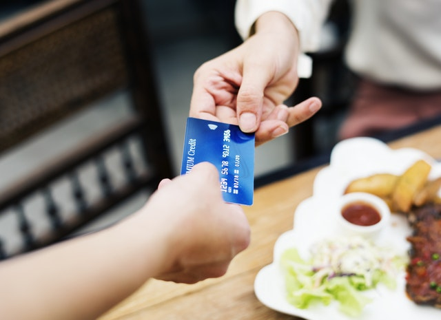 Here's How You Avoid Debt on Your Credit Card - buying on credit image